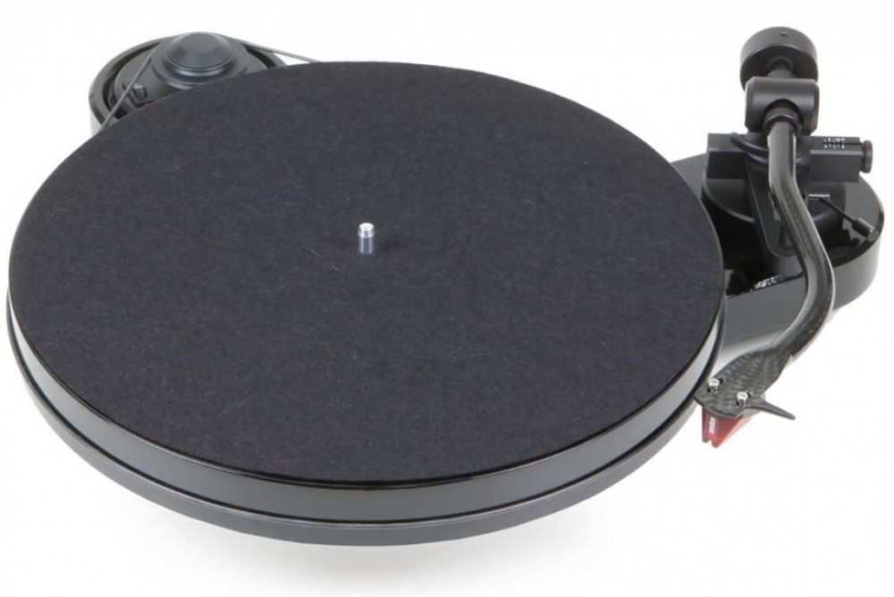 PRO-JECT RPM 1 Carbon High Gloss Black med 2M Red pickup