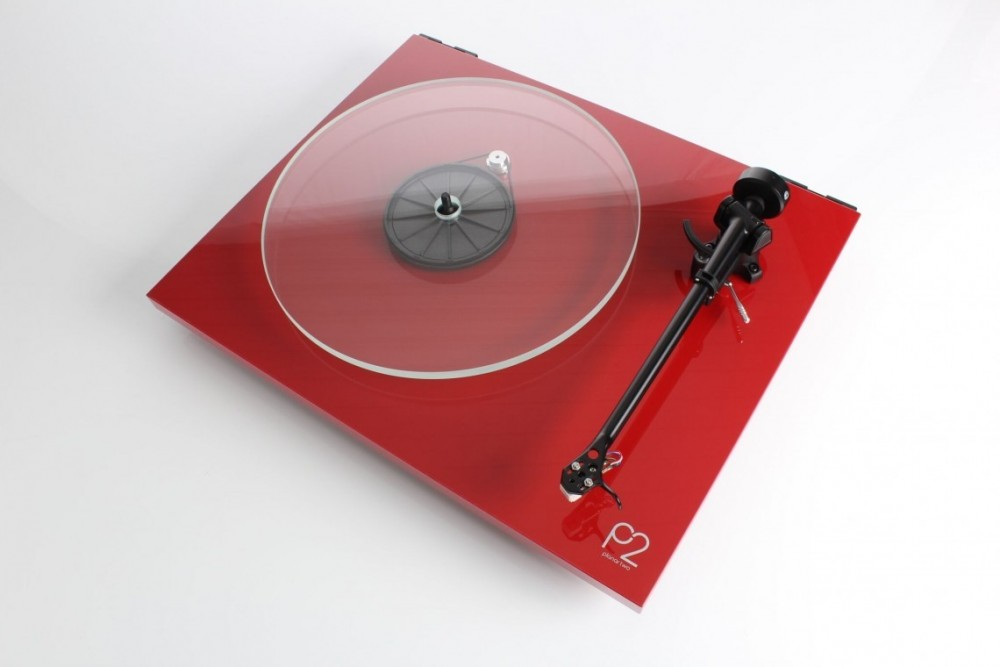 REGA Planar 2 High Gloss Red med Carbon pickup