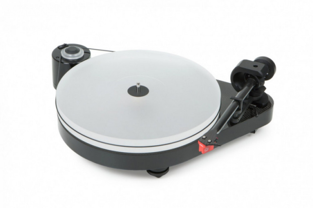 PRO-JECT RPM 5 Carbon Black High Gloss med Ortofon 2M Silver inkl. Cover It och Ground It 1 Deluxe